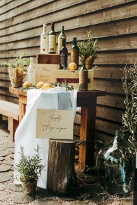 plan usadzenia gości w stylu włoskim, toskańskim, na butelkach wina