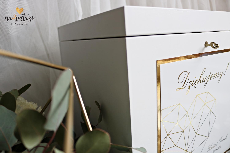 drewniana skrzynka na koperty z kluczykiem