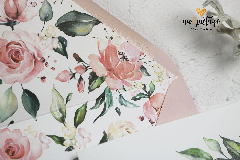 kwiatowe zdobienie w kopercie, różowe kwiaty