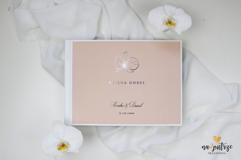 księga gości w kolorze brudnego różu z motywem orchidei
