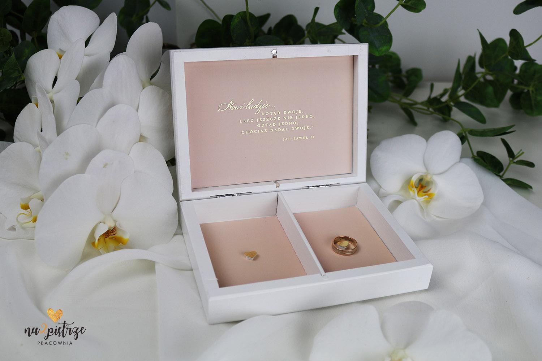 pudełko na obrączki ślubne różowe, złote