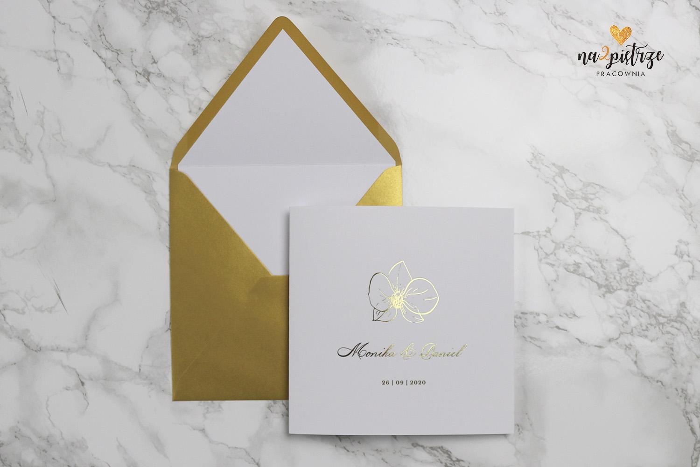 złote zaproszenie ze storczykiem