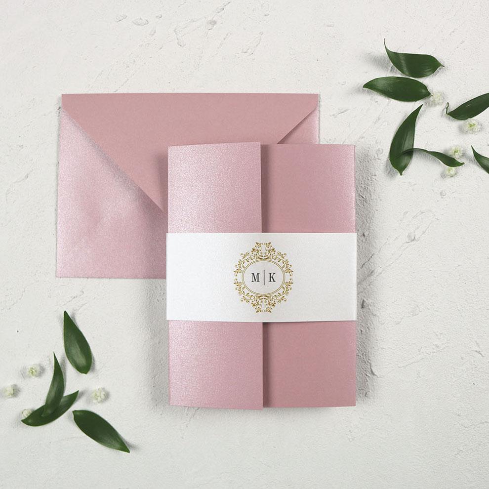 Różowe zaproszenia ślubne, w folderze, z opaską, glamour, eleganckie, perłowe papiery