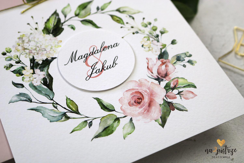 kwiatowy motyw w zaproszeniach ślubnych, fakturowany papier
