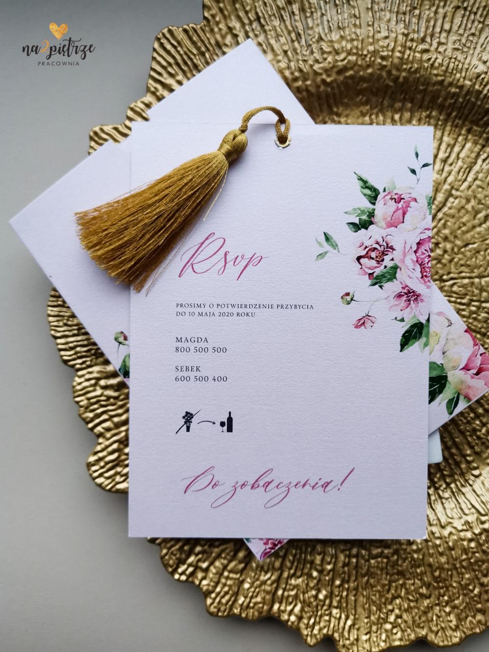 różowe, kwiatowe zaproszenie ślubne z chwostem i ręcznie robionym etui