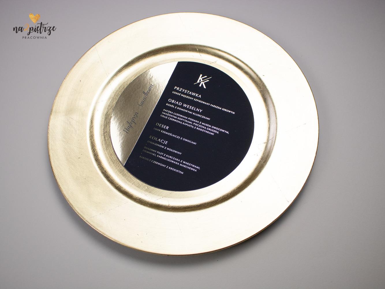okrągłe menu na talerz, czarne ze złotym nadrukiem, połączone z wineitką